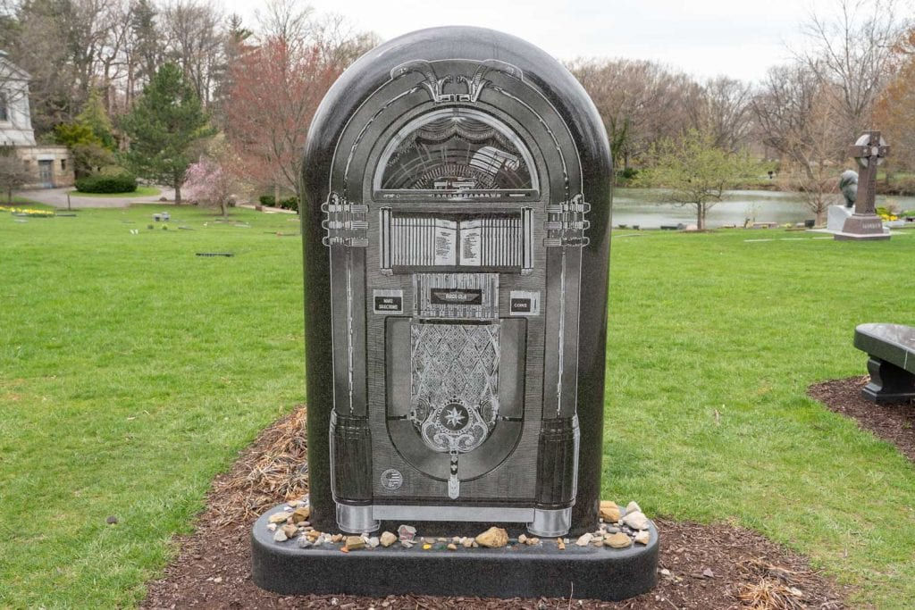 Alan Freed jukebox grave at Lake View Cemetery
