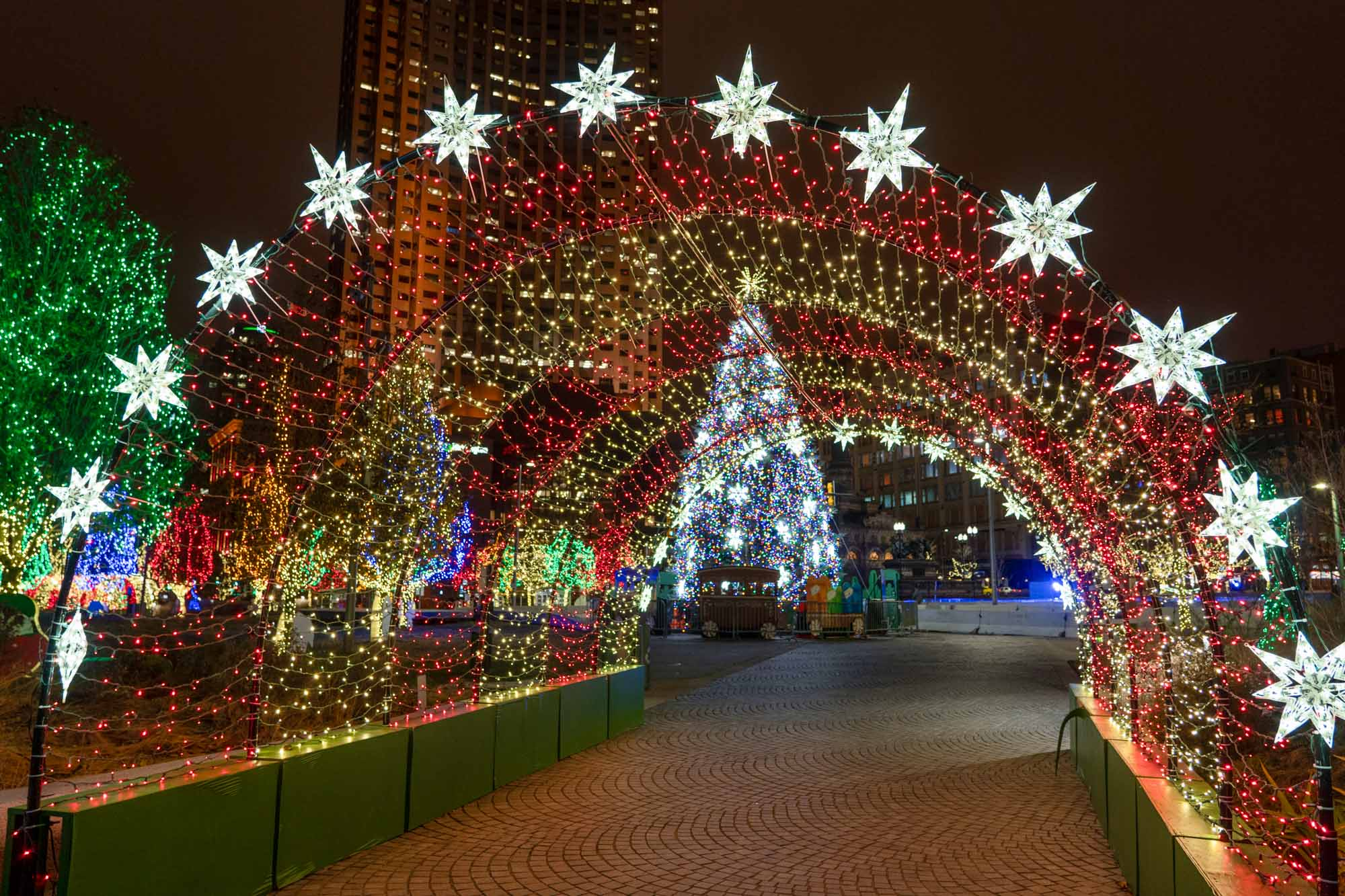 Where to See the Best Christmas Light Displays Near Cleveland